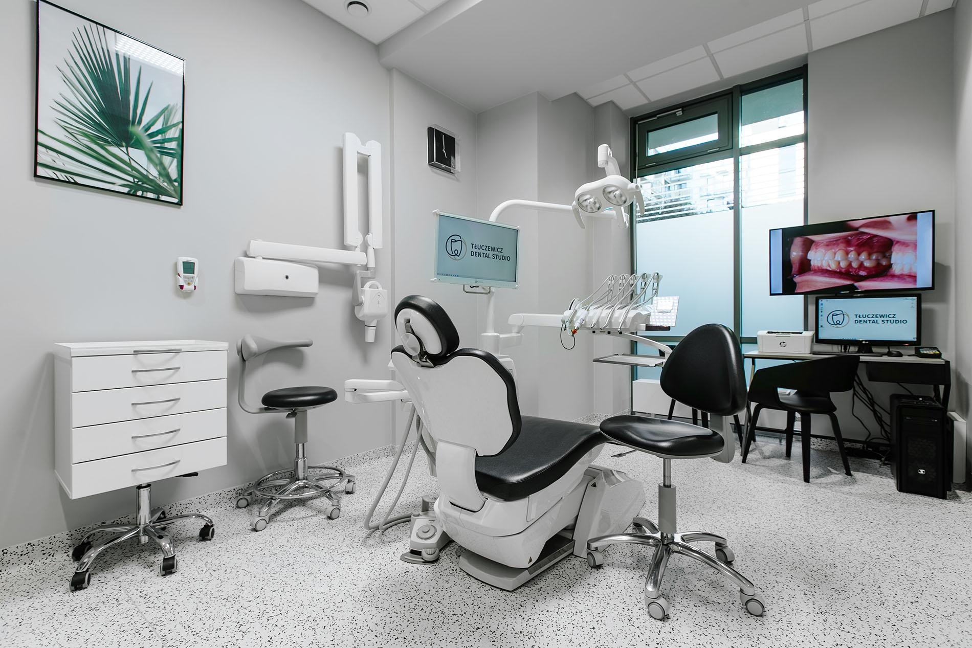 chirurg stomatologiczny warszawa